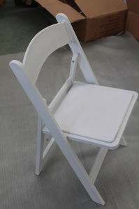 New Style Wedding Outdoor Wood Folding Chair for Banquet Party pictures & photos