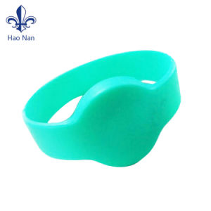 Factory Price Cheap Special Custom Promotional Silicone Wristbands pictures & photos