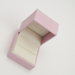 High Quality Handmade Embossing Jewellry Jewelry Ring Box (J70-A1) pictures & photos