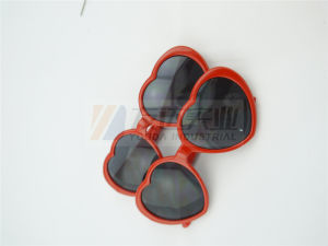 Red Heart Party and Novelty Sunglasses (GGM-222) pictures & photos