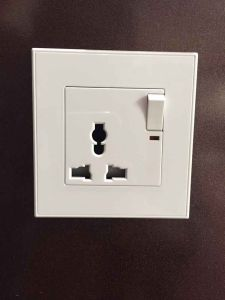 Factory Outlet 13AMP Universal Multi Wall Switch Socket pictures & photos