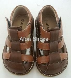 Boy Squeaky Sandals L132 Brown