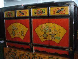 Chinese Antique Furniture Mongolia Wooden Cabinet pictures & photos