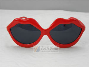 PC Lips Party Sunglasses (GGM134) pictures & photos
