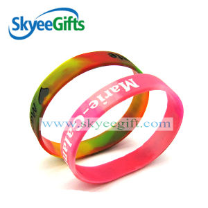 China Wholesale Promotional Gifts Silicone Wristband pictures & photos