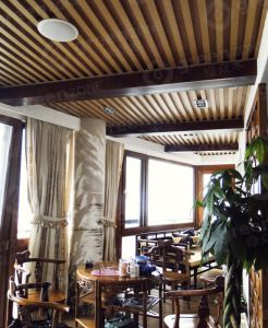 Manufacturer High Quality Plastic Ceiling Wood Ceiling for Home Decoration pictures & photos