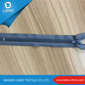 Factory Reasonable Price 5# Plastic Invisible Closeend Zipper for Sale pictures & photos