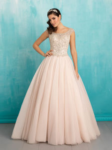 Sweetheart Satin Ruffle Bridal Gown Princess Wedding Dress pictures & photos