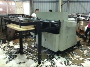 Full Automatic Roll Paper Die Cutting Machine with Conveyor Belt (YT-LI 1000) pictures & photos