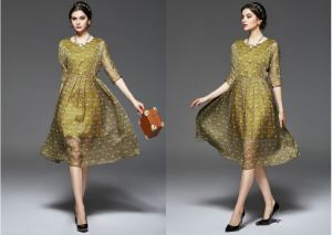 Summer Round-Neck Peacock Feather Pattern Women′s Dress pictures & photos