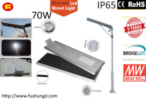70W Integrated Solar LED Street Light with Road