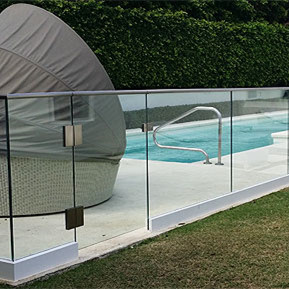Floor Mounted U Channel Glass Railing Tempered Glass Balustrade pictures & photos