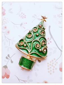 new style cute christmas tree brooches pin uxiacheng jewelry for women suit hats clips silver corsages