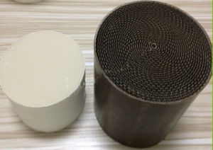 Auto System Metal/Ceramic Honeycomb Catalyst Catalytic Converter pictures & photos