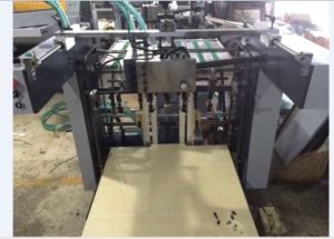 Paper Feeder with Conveyor for UV Coating Machine Hsg002 pictures & photos