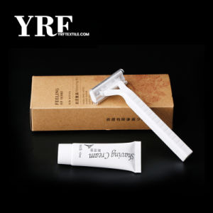 Hôtel Yrf commodités de cet hôtel offre deux lames de rasoirs kit de rasage