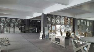 De bloem vormde de Zwart-witte Elegante Decoratieve 3D Spiegel van de Muur