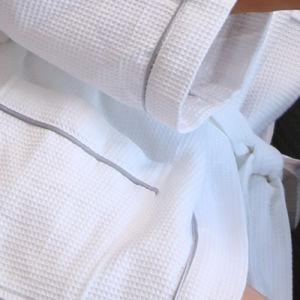 Van het Katoenen van 100% de Badjas van het borduurwerk Hotel van de Wafel