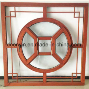 Le lombate designano la finestra superiore incurvata di legno solido