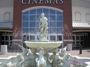 Une grande part de l'eau naturelle de la fontaine de Sculpture Sculpture