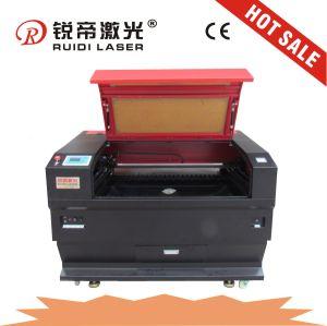 布のための高いPrecsionレーザーの切断の彫版機械