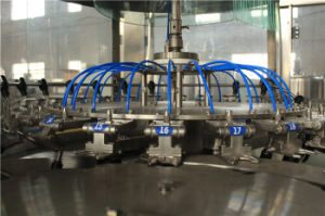 1台の液体の飲料水びん詰めにするファイリングキャッピング機械に付きフルオートの3台