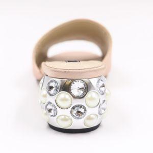 La parte superior de la seda robusto talón mujer sandalias decoradas con perla brillante