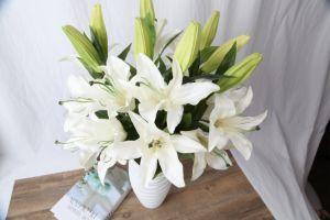 擬似ユリの花、ホーム装飾のための人工花、3つのヘッドユリの人工花