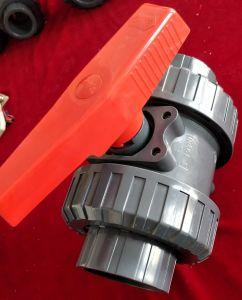 Robinet à tournant sphérique des syndicats de PVC de plastique double