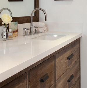 質パターン浴室の白い水晶石の虚栄心の上