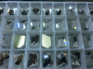 De duidelijke Hete Vlakke Bergkristallen Backcrystal van de Moeilijke situatie