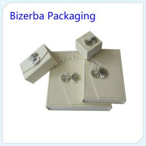 ea5aa57e7d00 Personalizar el lujo de cartón blanco rígidos de joyas de papel de embalaje  Caja de regalo (BP-BC-0020)