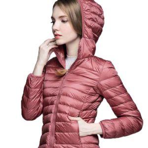 야외에서 공장 관례 온난한 난방은 아래로 누비질한 여자 스키 재킷을 덧댔다