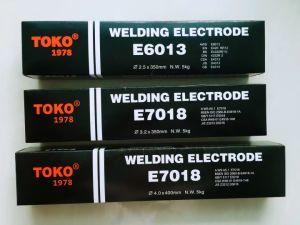 De Elektrode van het Lassen van het Merk E6013 van Toko met de Structuur van het Vloeistaal
