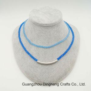 I monili di modo due strati della plastica blu di Aqumarine&Capri bordano la collana curva della tubazione placcata Rhodium Chain