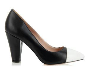 La mode femme élégante de hauts talons de chaussures de mariage de mariée