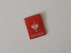 Blanco y rojo brillante de la etiqueta de prendas de vestir de tejido personalizado