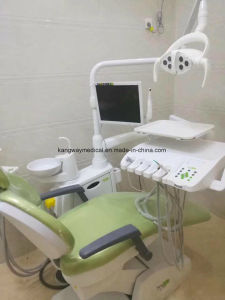 センサーランプの医療機器(SLV-215)が付いている病院の調節可能な歯科椅子