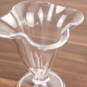 水晶によって押されるシャンペンコップアクリル水ゴブレットのワイングラス
