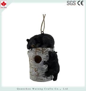 Draagt de Slaperige Zwarte van de hars op het Vogelhuis van het Logboek van de Berk