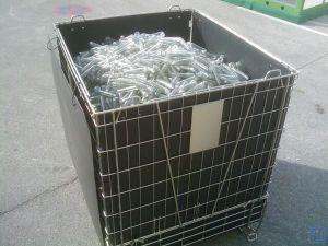 ペットプレフォームの記憶のための折りたたみ金属線の貯蔵容器