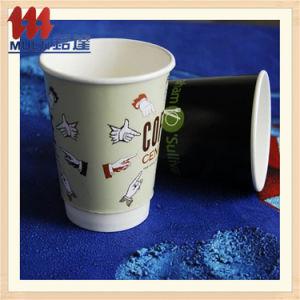 Одноразовые чашки бумаги с помощью рукоятки