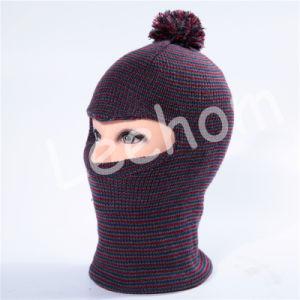 冬の方法によって編まれる子供の帽子
