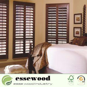 Réglable de vinyle ou de volets de bois de plantation pour la fenêtre de l'intérieur