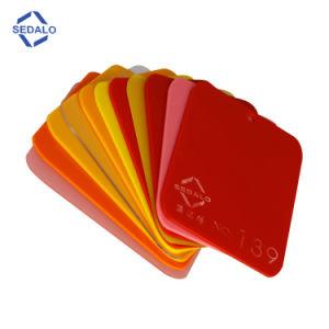 文字のための赤くおよび黄色くおよびピンクおよび緑のアクリルシート