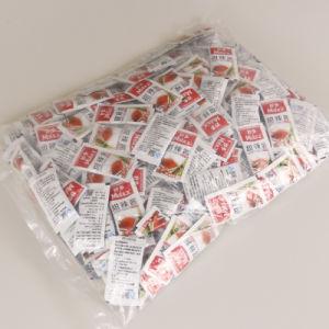10g eingesacktes süsser Pfeffer-Chutney, das Pasten-süsse Paprika-Soße eintaucht