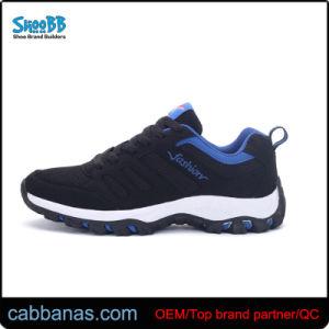 Los hombres de moda ocio calzado deportivo gris