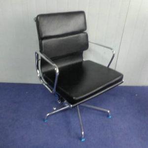 牛プラスチックが付いている革レプリカのEamesの参謀本部の椅子はすべる(FS-152C)