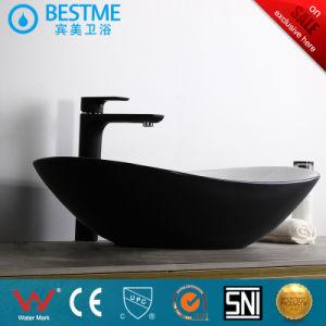 В ванной комнате керамическая колонна бассейна / Стеклоомыватели раковину с краном Bc-7017