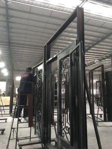 China Fornecedor Entrada Exterior de grossistas de portas basculantes de ferro forjado e vidro